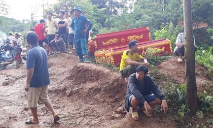 Vụ sạt lở đất tại Hòa Bình: Tìm thấy 9 thi thể, người thân khóc ngất