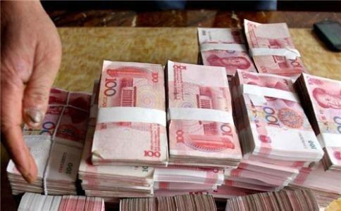 Số tiền quá lớn nằm trong cặp của con trai anh đầy bí ẩn