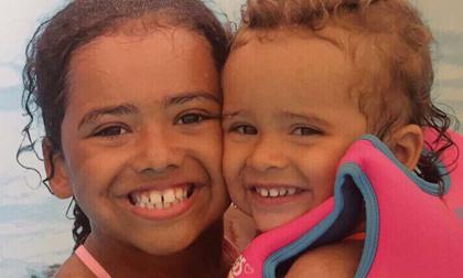 Nhớ lới mẹ dạy, chị gái 8 tuổi nhanh trí và dũng cảm cứu em gái thoát khỏi tên bắt cóc nguy hiểm