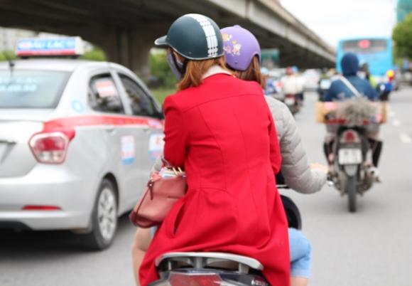Chùm ảnh: Hà Nội lạnh tê tái, thanh niên 'cứng' cũng phải mặc áo ấm ra đường
