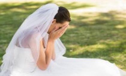 """Đi chụp ảnh cưới, vừa thấy tôi mặc váy cúp ngực, anh hét lên: """"Đồ lẳng lơ, thay ngay đi"""""""