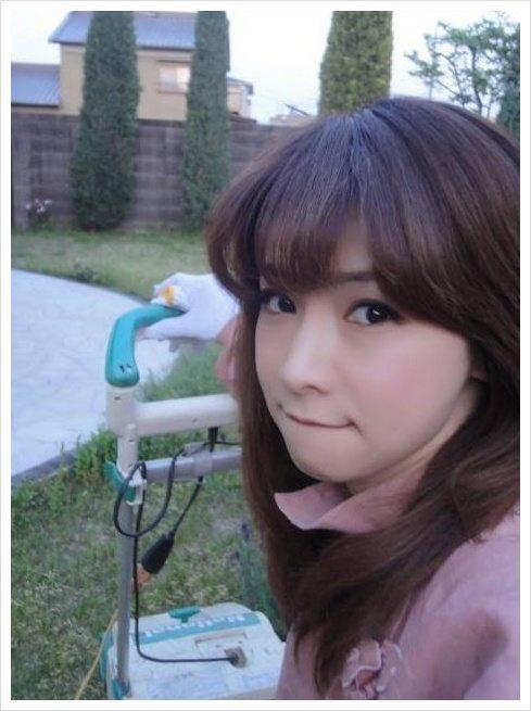 Bà cô U50 Nhật Bản khiến hot girl ghen tị vì quá trẻ đẹp - 2