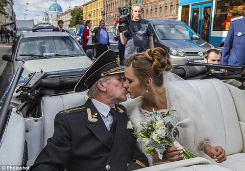 Cụ ông 86 tuổi kết hôn với nữ sinh xinh đẹp nước Nga bây giờ ra sao? - 2