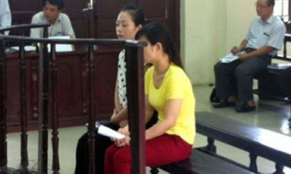 Bảo mẫu vô ý làm chết trẻ quỳ xuống, khóc xin lỗi gia đình cháu bé tại Tòa