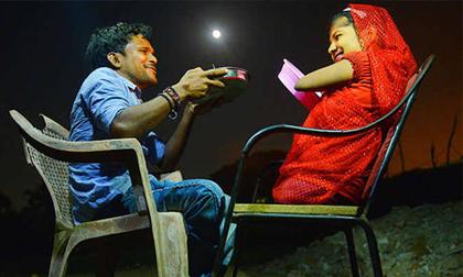Tình yêu đáng ngưỡng mộ của chú rể bại liệt và cô dâu không có tứ chi