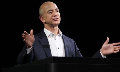 Ông chủ Amazon lần thứ 2 vượt Bill Gates, lên ngôi giàu nhất thế giới