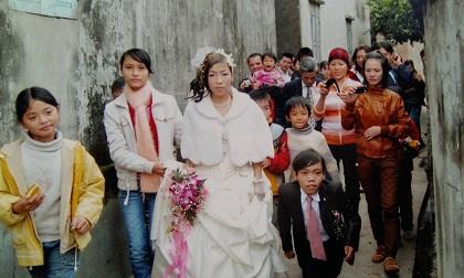 """Chuyện tình """"cứ ngỡ là mơ"""" của chàng trai tí hon Hà Nội và cô vợ cao gấp đôi chồng"""