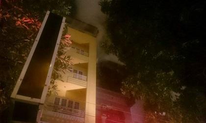 Lại cháy quán karaoke 4 tầng ở Hà Nội, khói lửa ngút trời