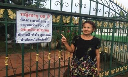 Cụ bà 65 tuổi 2 đời chồng treo biển tuyển bạn trai trước cổng nhà