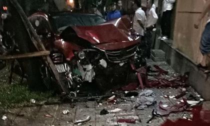 Ôtô 'điên' gây tai nạn liên hoàn, lao thẳng vào quán nhậu tông chết cô gái trẻ