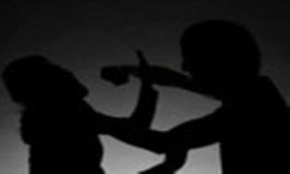 Can ngăn đâm con trai, vợ bị chồng sát hại