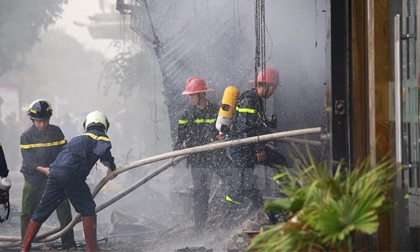 Hà Nội: Cháy lớn tại một ngôi nhà 3 tầng ở ngõ Quỳnh