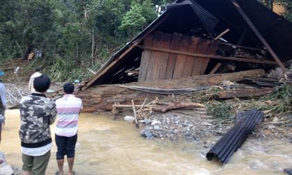 Sập nhà, vợ mang thai tử vong, chồng gãy 2 chân không thể kêu cứu vì nước lũ cô lập