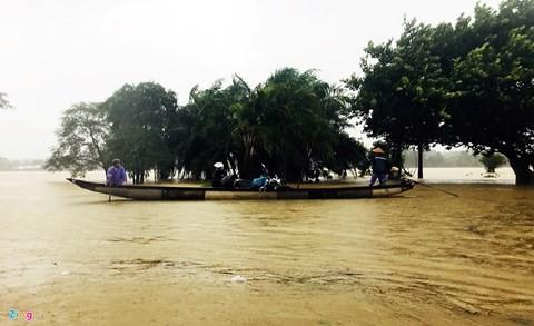 104 người chết, 19 người mất tích, Huế còn hơn 7.000 ngôi nhà bị ngập do bão lũ - Ảnh 1.