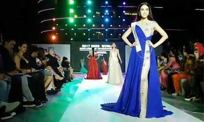 Phần thi catwalk của Đỗ Mỹ Linh ở Hoa hậu Thế giới