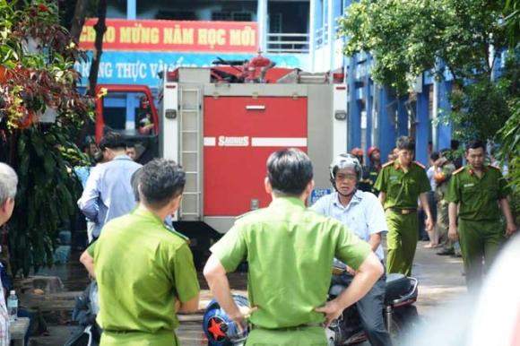 Khói lửa ngùn ngụt trong trường học, hàng trăm học sinh ở SG tháo chạy - 2