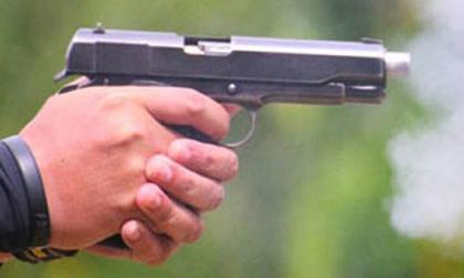 Truy bắt 3 kẻ dùng súng xông vào nhà cướp tài sản