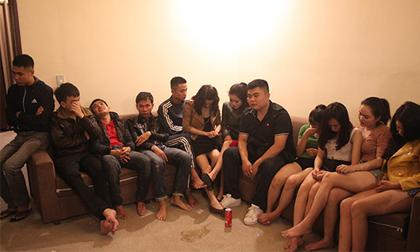 11 thanh niên vào nhà nghỉ mở tiệc ma túy chia tay bạn