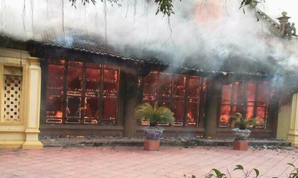 Thái Bình: Cháy lớn thiêu rụi ngôi đình hàng trăm năm tuổi