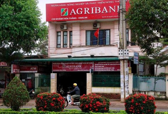 Cảnh sát truy bắt đối tượng nổ súng cướp ngân hàng ở Đắk Lắk - 1