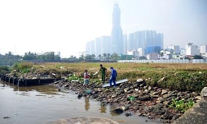 Người phụ nữ chết bí ẩn trên sông Sài Gòn