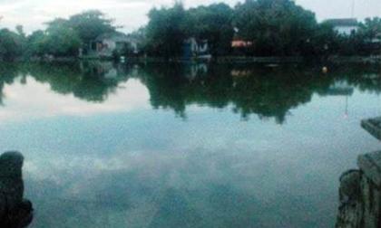 Bé 2 tuổi rơi xuống hồ nước tử vong thương tâm