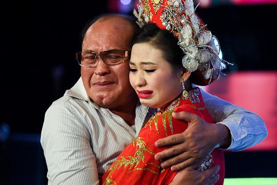 """Con gái Duy Phương - Lê Giang: """"Cả gia đình tôi đều muốn chết vì áp lực"""