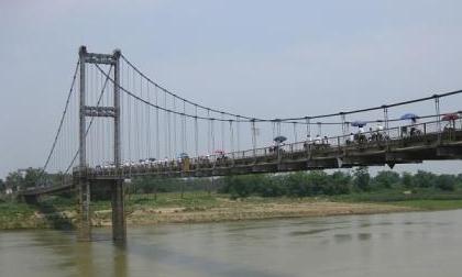 2 nữ sinh nắm tay nhảy sông Lam: Chỉ vì sai lầm