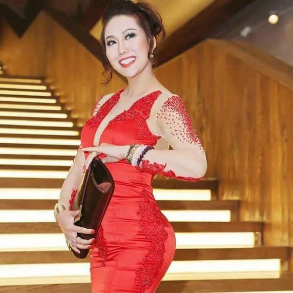 2 hoa hậu bị cư dân mạng la ó, ném đá nhiều nhất năm 2017 - Ảnh 2.