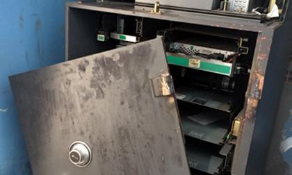 Người nước ngoài phá hàng loạt trụ ATM trộm gần 6 tỷ
