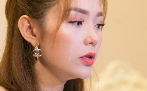 Minh Hằng bật khóc khi nói về scandal bị 'đàn chị' chèn ép