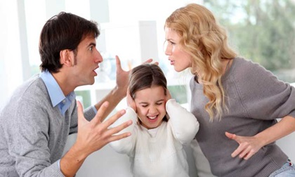 Bỏ chồng con theo trai, đến khi bồ đá lại về đánh ghen với người yêu của chồng cũ