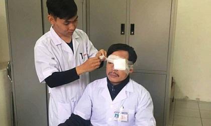 Đang cấp cứu, bác sĩ bị đánh gãy xương sống mũi
