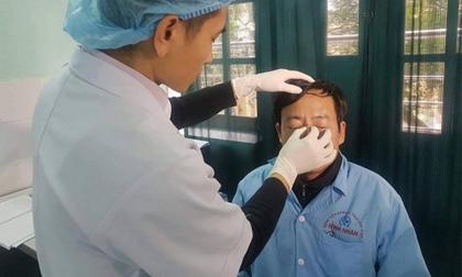 Bắt khẩn cấp nam thanh niên đánh gãy xương sống mũi bác sĩ