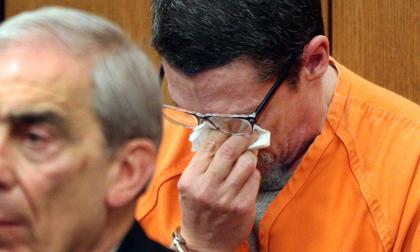 Bị bắt cóc suốt 13 năm, biết được lý do, chàng trai cầu xin tòa án tha cho người bắt cóc mình