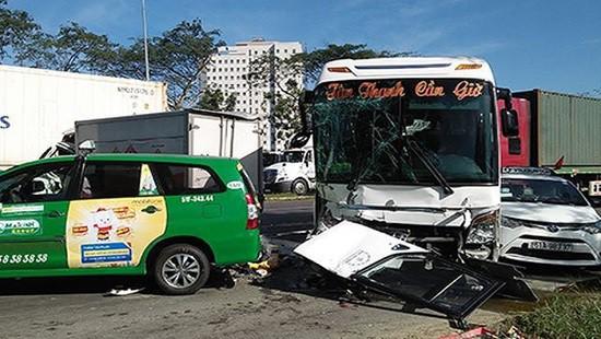 Ngày đầu nghỉ Tết Dương lịch, 29 người chết do tai nạn giao thông - Ảnh 1.
