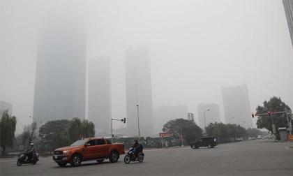 Sương mù bao trùm Hà Nội suốt ngày làm việc đầu tiên của năm 2018