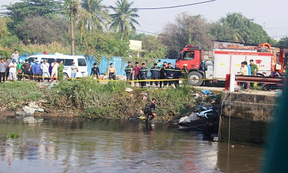 """Diễn biến đầy bất ngờ vụ người đi xe máy """"mất tích' dưới sông ở SG"""
