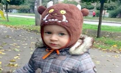 Đang đi bộ cùng mẹ sang nhà ngoại, bé 21 tháng tử vong vì một người nhảy lầu đè bẹp