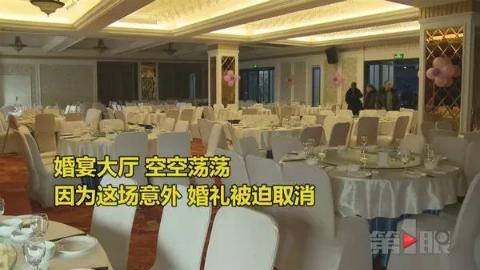 Hội trường đám cưới trắng trơn không một bóng người họ hàng hai bên đến