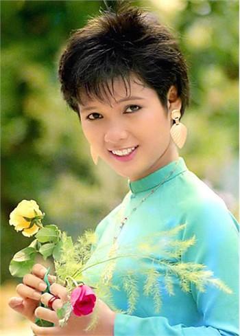 Đó là cuộc thi Hoa hậu Áo dài nhưng dù sở hữu mái tóc tém cá tính nhưng Kiều Khanh vẫn được đánh giá cao.