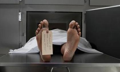 Người đàn ông chết vài giờ bất ngờ sống dậy trên bàn mổ tử thi nhờ 'tiếng ngáy' bí ẩn