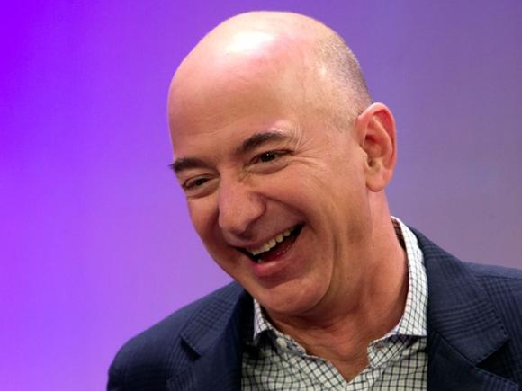 Jeff Bezos tiếp tục bỏ xa Bill Gates trên bảng xếp hạng những người giàu nhất hành tinh - 1
