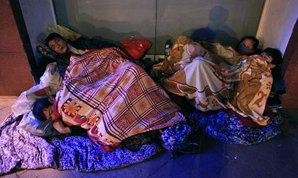 Người vô gia cư trong đêm lạnh 'ác mộng' ở Hà Nội