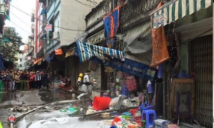 Hà Nội: Cháy lớn, một ngôi nhà bị sập tầng áp mái