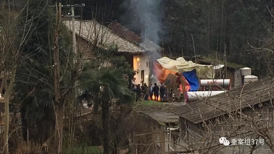 Chồng đốt nhà sát hại vợ và 5 đứa cháu nội rồi uống thuốc sâu tự tử - Ảnh 3.