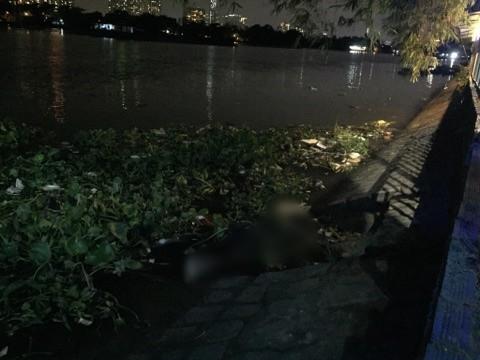 Phát hiện thi thể người đàn ông trương phình trôi dạt trên sông Sài Gòn - Ảnh 1.