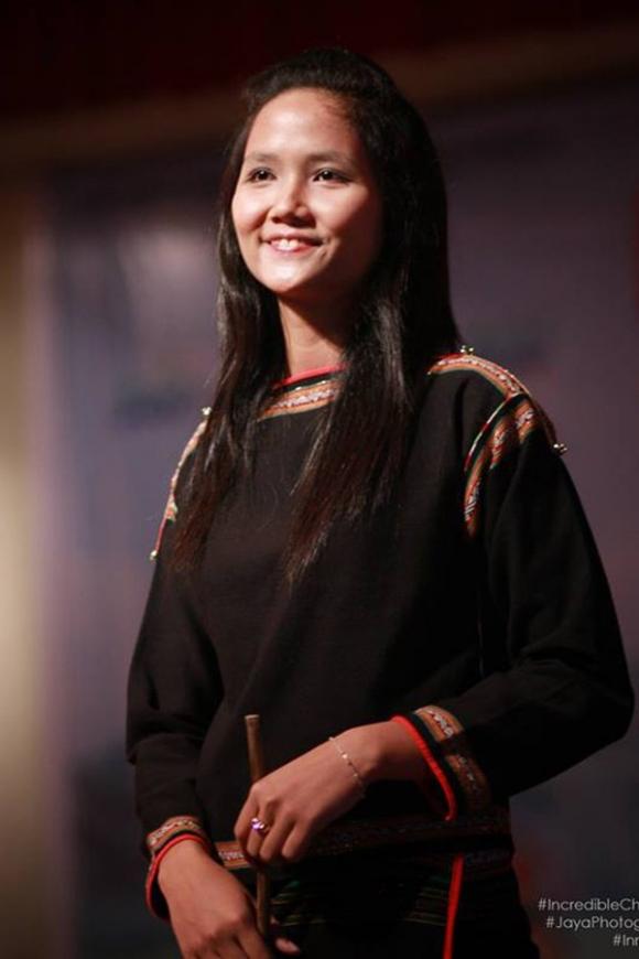 Từ cô gái Ê-đê, Hhen Niê nỗ lực trở thành Hoa hậu Hoàn vũ Việt Nam 2017.
