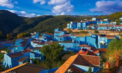 Những điểm du lịch được nhuộm màu xanh đẹp mê mẩn khắp thế giới