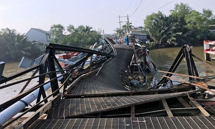 Trục vớt thành công chiếc xe quá tải làm sập cầu Long Kiểng